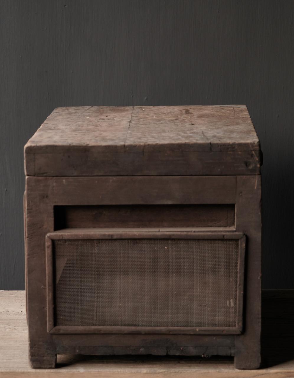 Oude Authentieke houten kistje met gaas-3