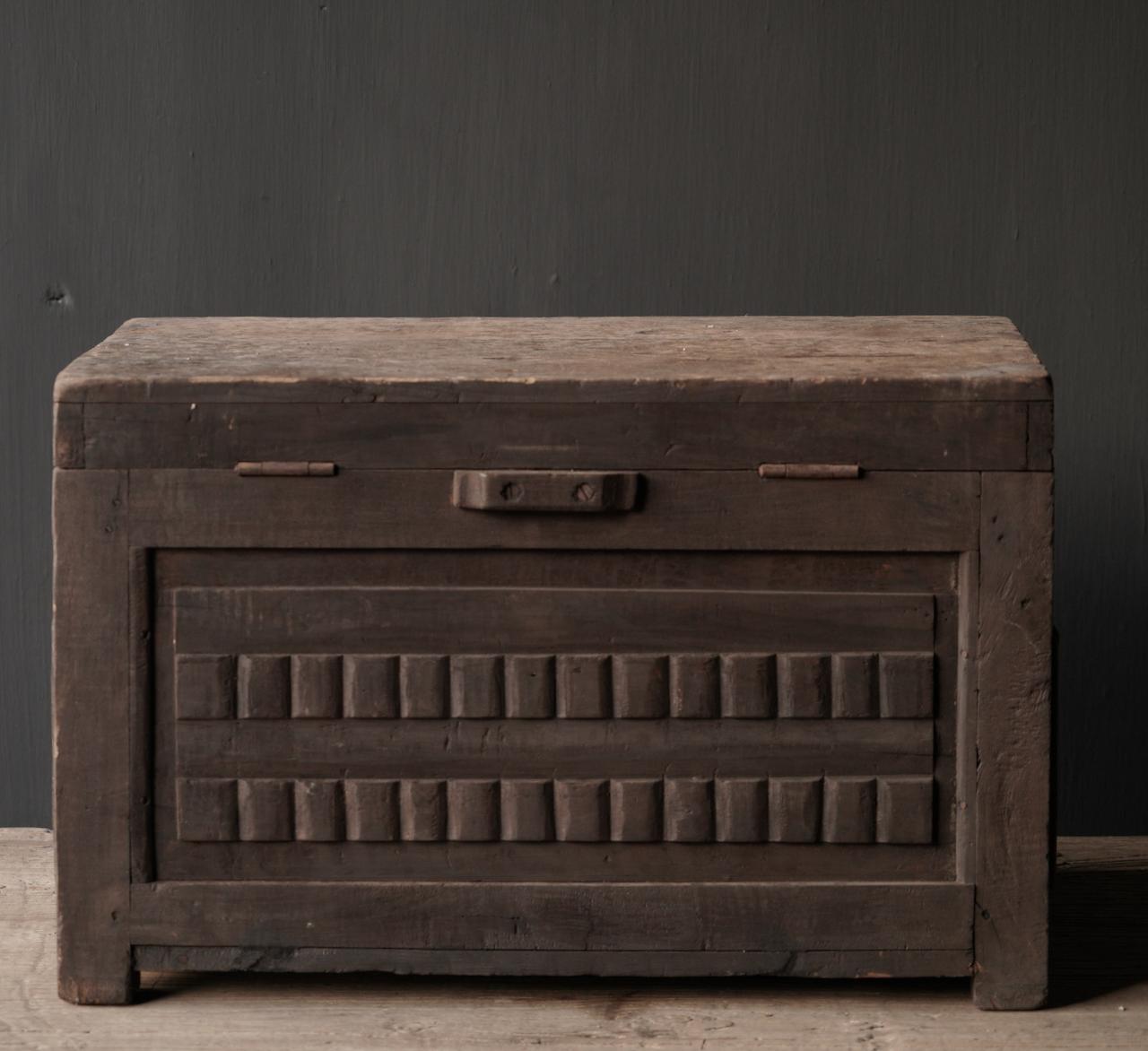Oude Authentieke houten kistje met gaas-4