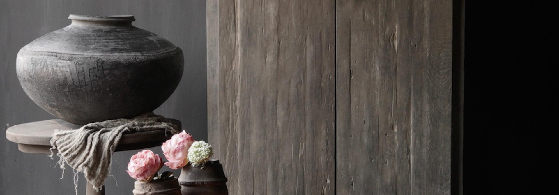 Schöner Tough Rural alter schmaler zweitüriger Holzschrank
