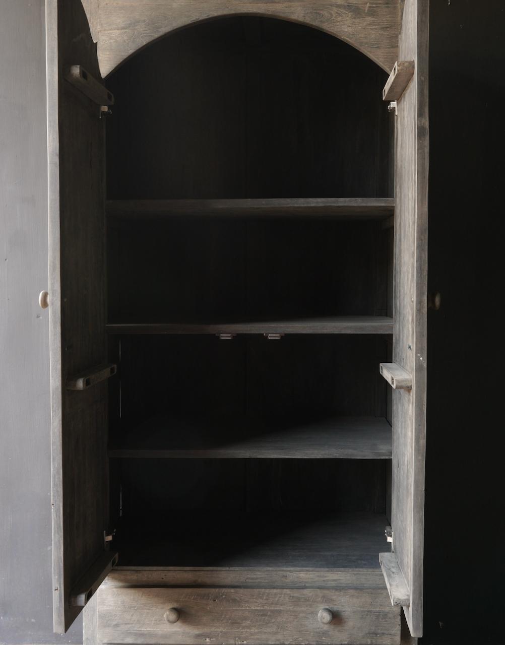 Schöner Tough Rural alter schmaler zweitüriger Holzschrank-4