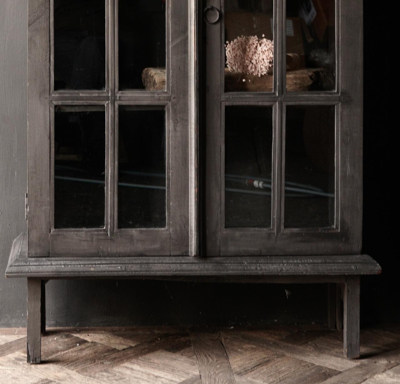 Oude Unieke Indische ( Wabi Sabi) kastje twee glas deuren-2