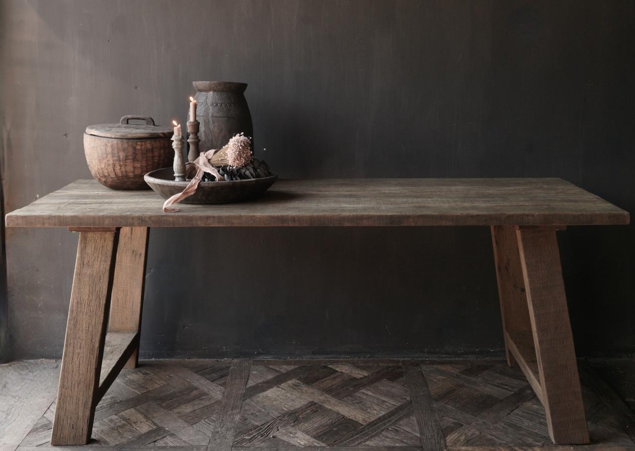 Stoer  oud houten eetkamer tafel  met A poot-4