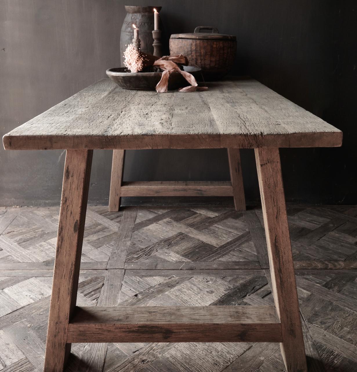 Stoer  oud houten eetkamer tafel  met A poot-9
