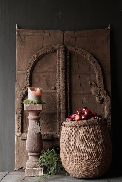 Stoer  houten  Luik uit oud gebouw in India