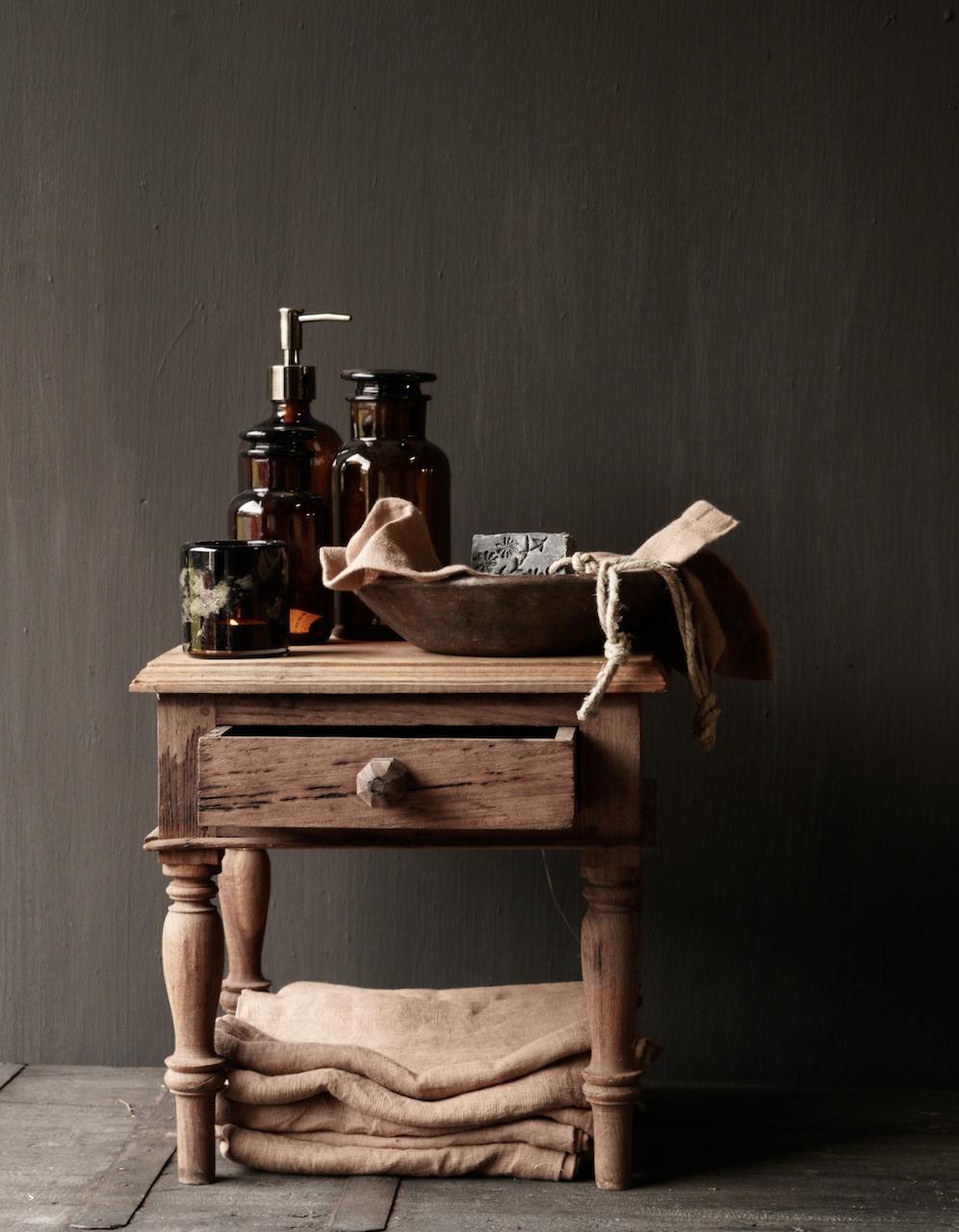 Einzigartiger alter authentischer Holzminitisch-1