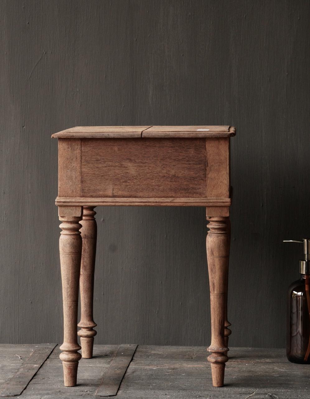 Einzigartiger alter authentischer Holzminitisch-2