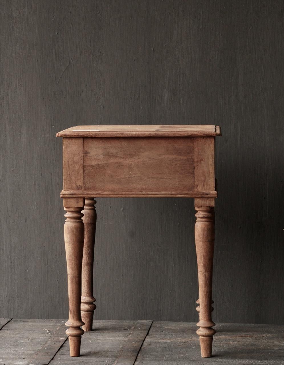 Einzigartiger alter authentischer Holzminitisch-3