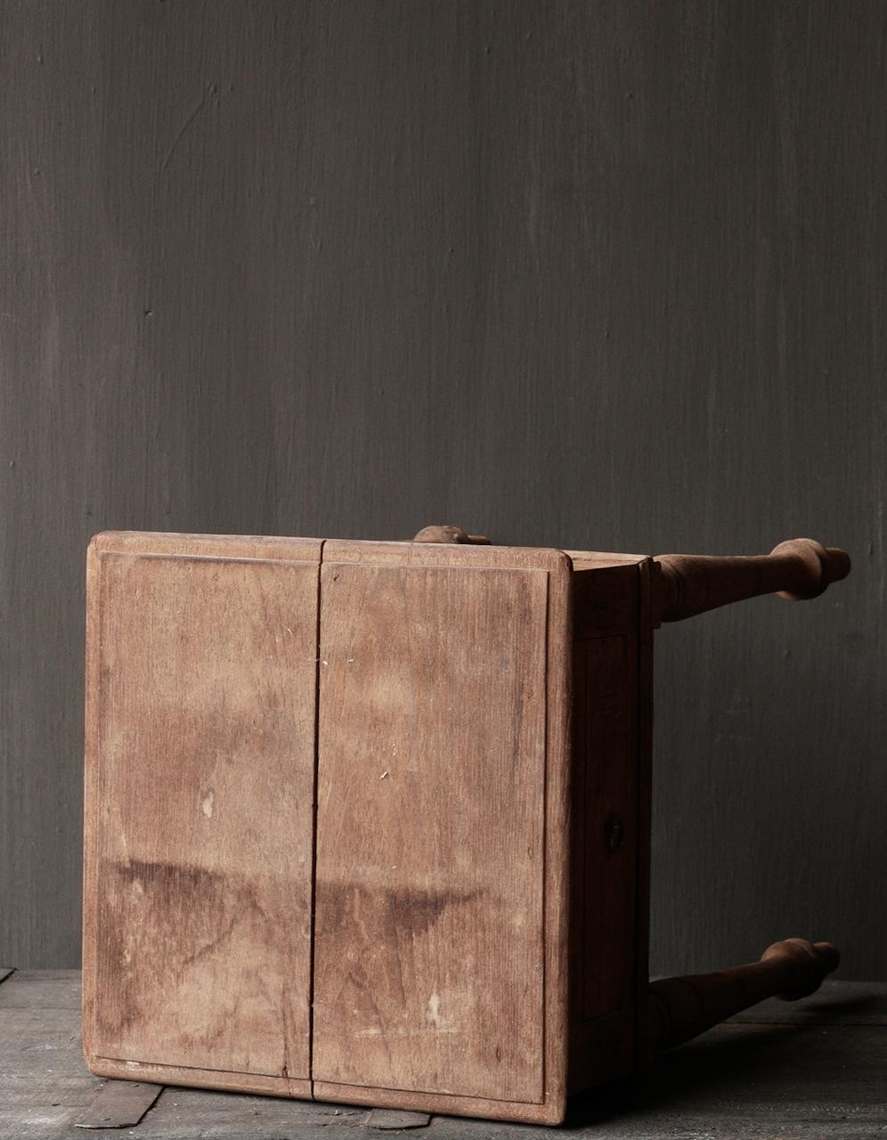 Einzigartiger alter authentischer Holzminitisch-6