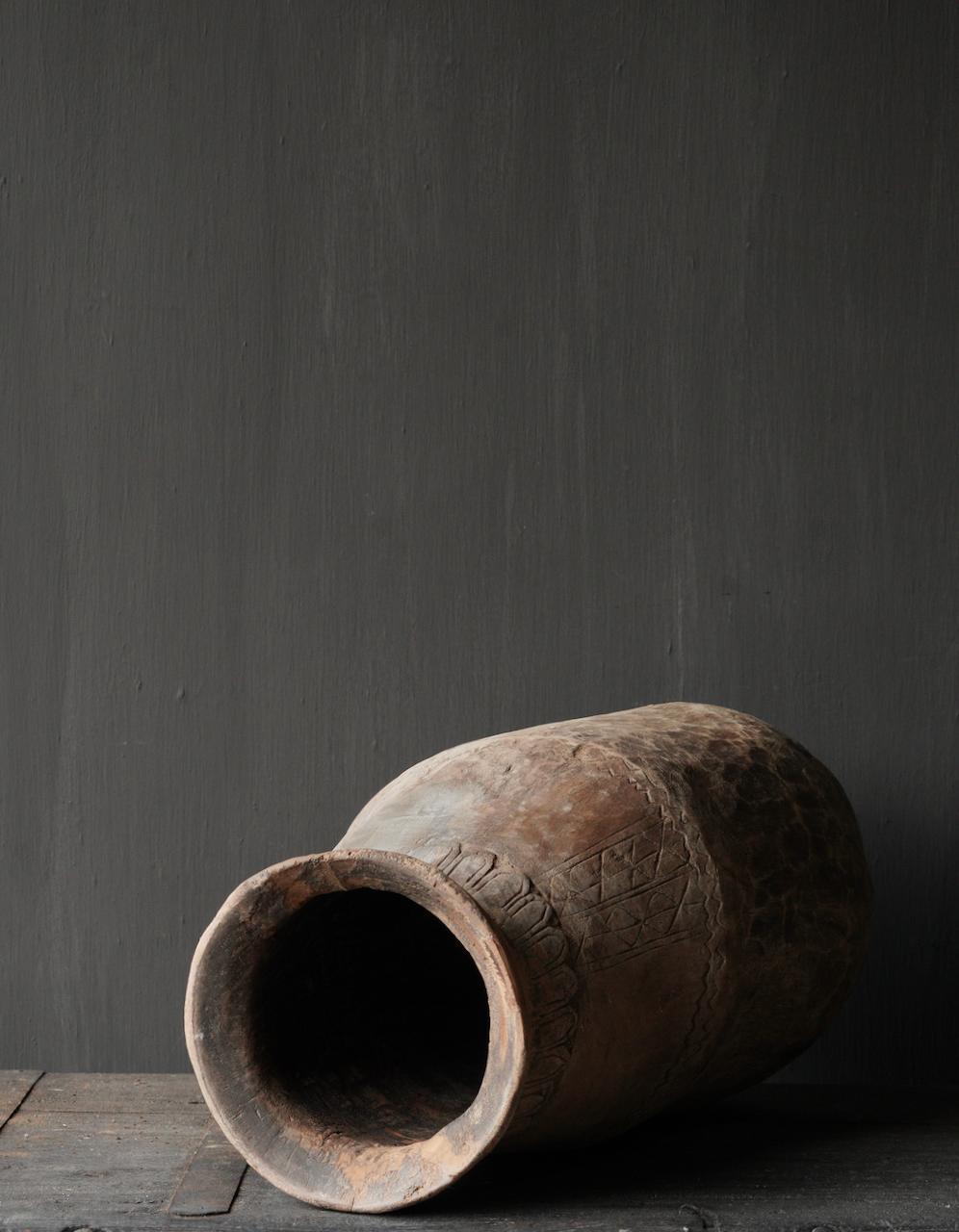 Oud houten nepalese  wabi sabi kruik  XL-6