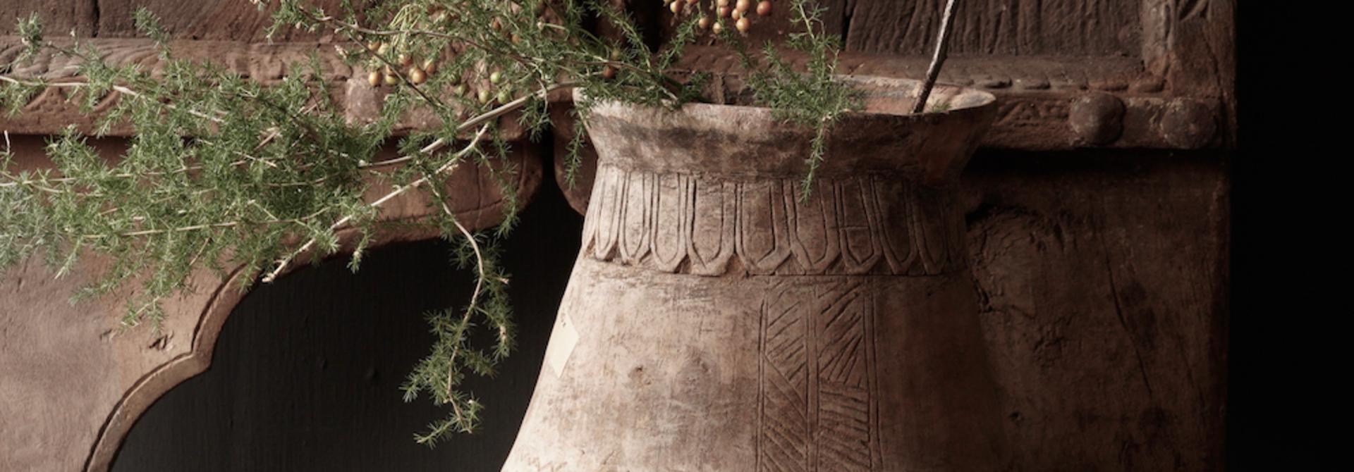 Oud houten nepalese  wabi sabi kruik  XL