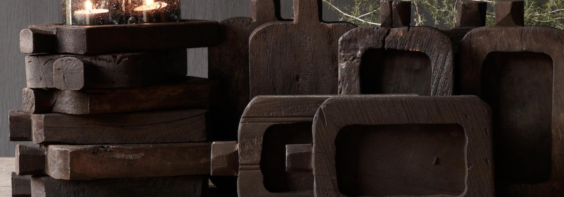 Kleines Regal handgefertigt aus altem Altholz