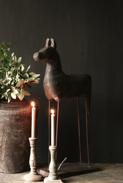 Prachtig oud houten paardje op houten statief