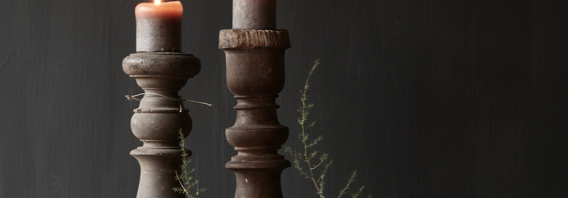 Schöner alter hölzerner Baluster-Kerzenständer