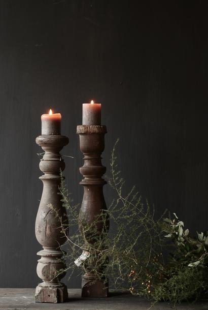 Schöne alte hölzerne Baluster-Kerzenleuchter