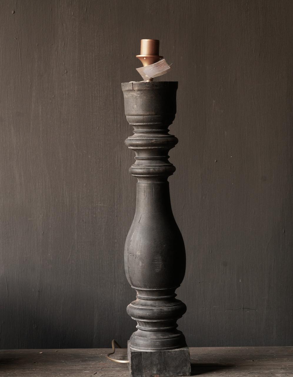 Alte hölzerne Balusterlampe-3