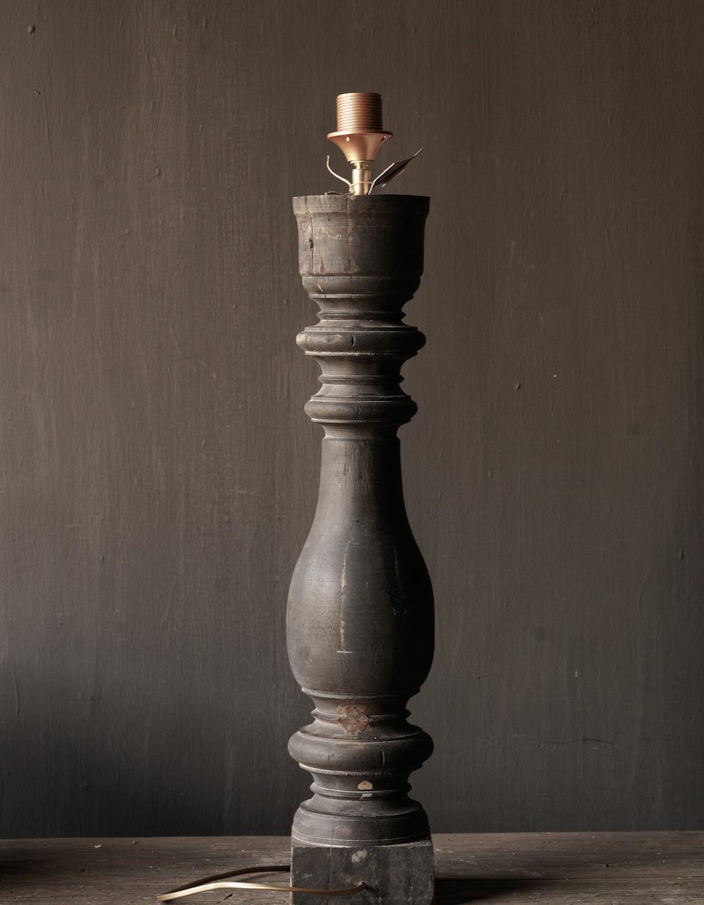 Alte hölzerne Balusterlampe-4