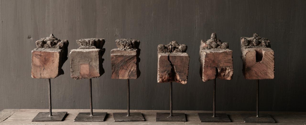 Holzornament auf Eisenständer-5