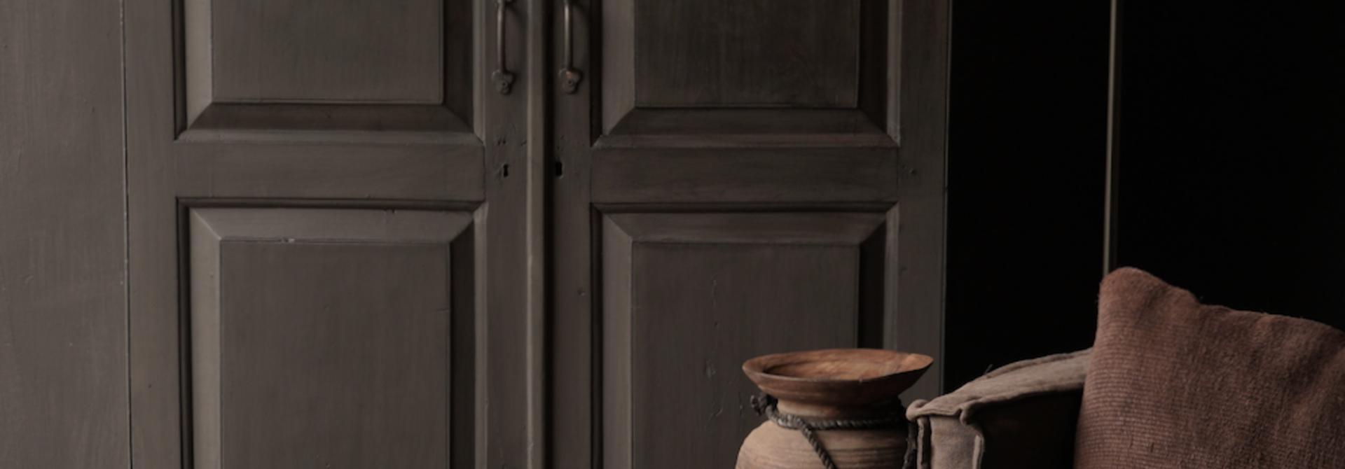 Oude Unieke Indische ( Wabi Sabi) kast twee deurs  en een lade