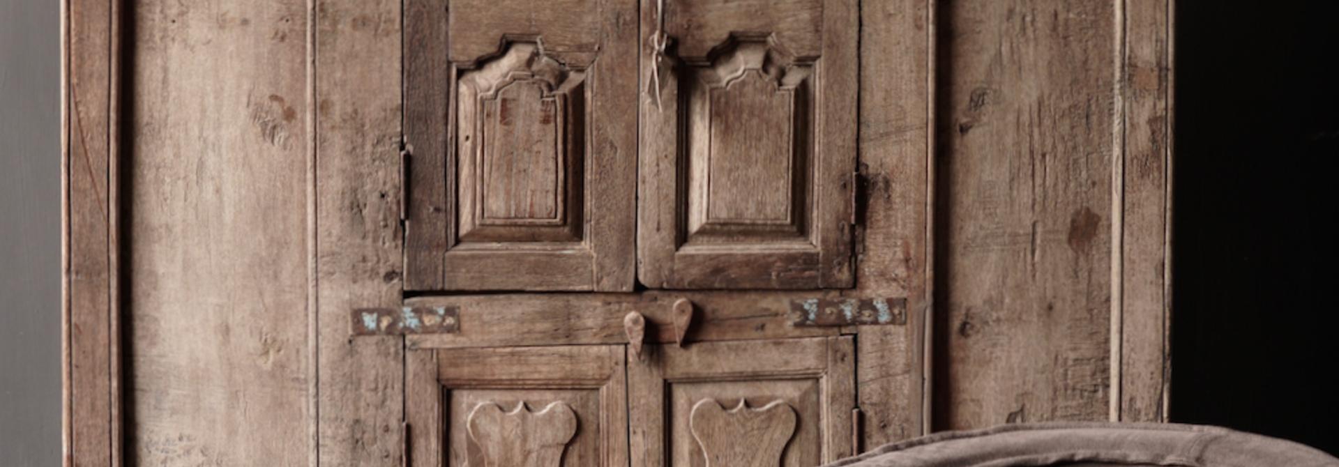 Wunderschöner einzigartiger antiker Old Indies Schrank