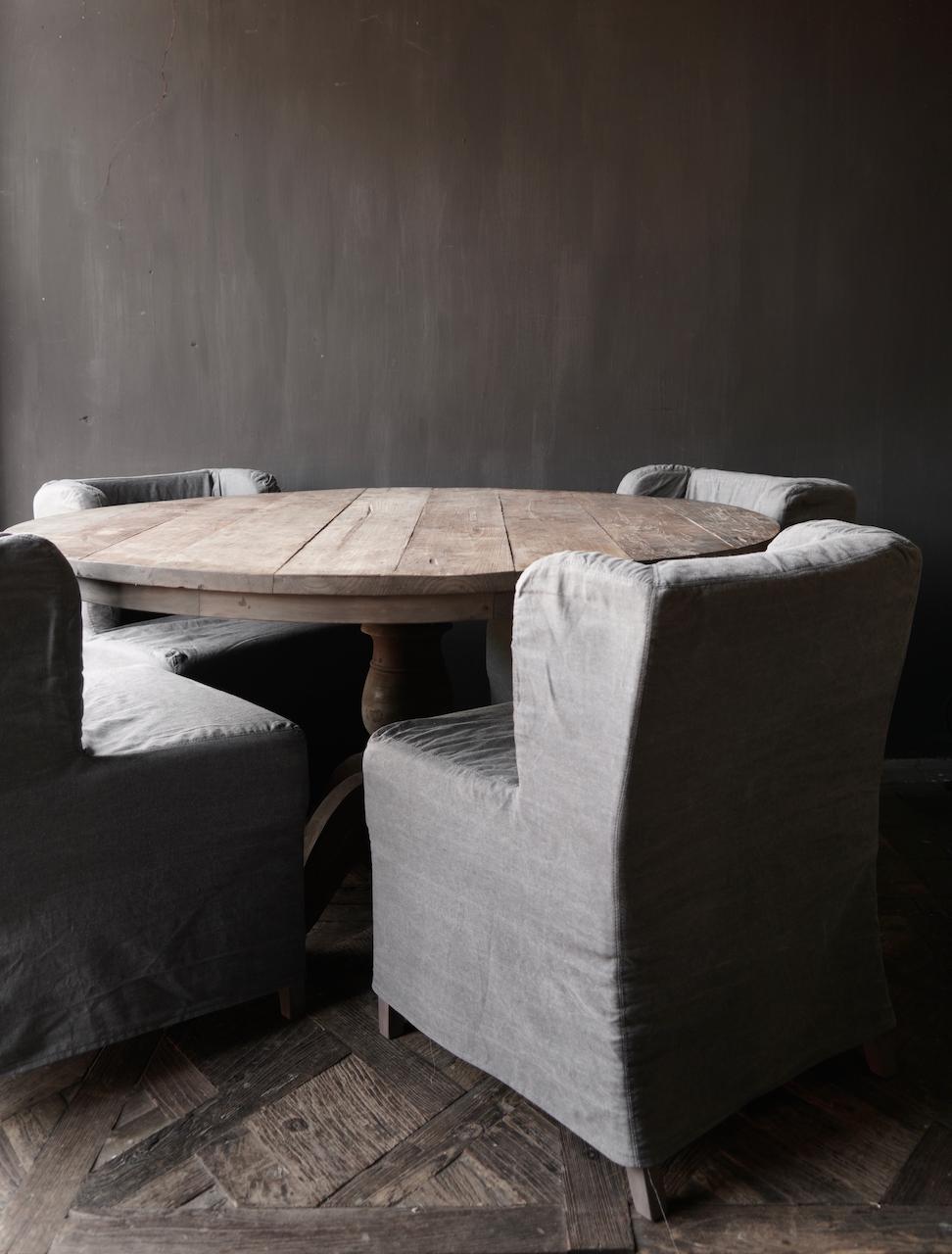 Robuster robuster runder Tisch aus altem Altholz-5
