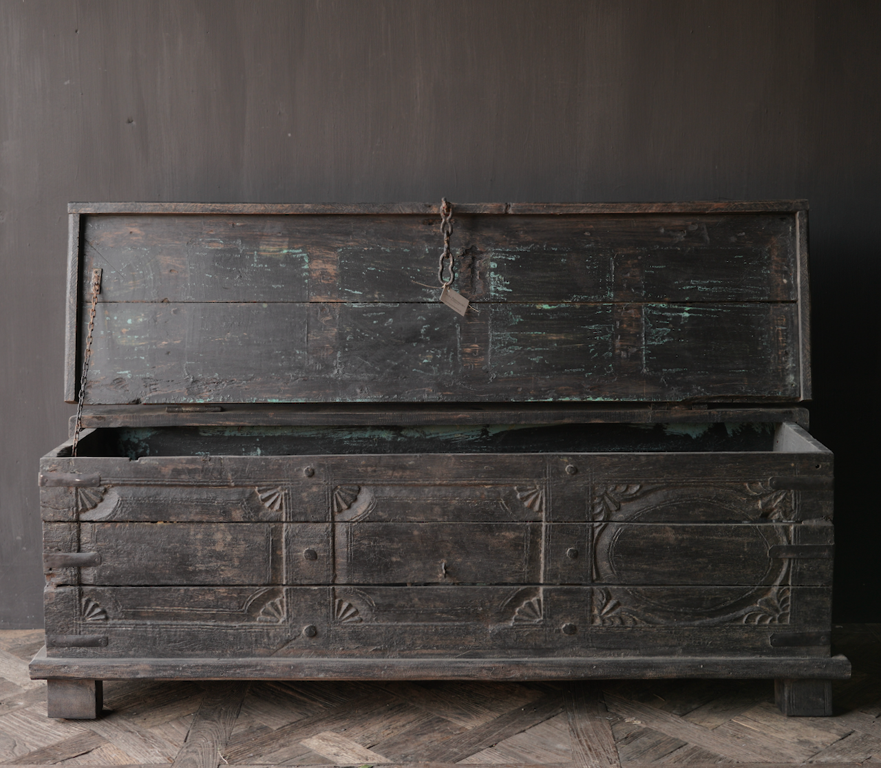 Oude Authentieke houten kist  /tv meubel-5