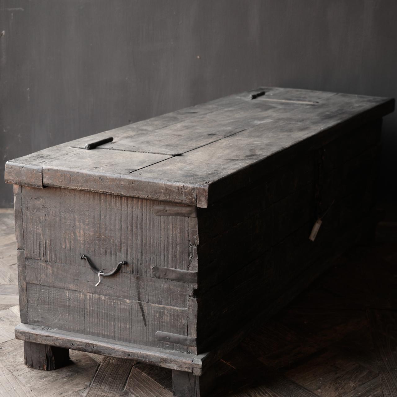 Oude Authentieke houten kist  /tv meubel-7