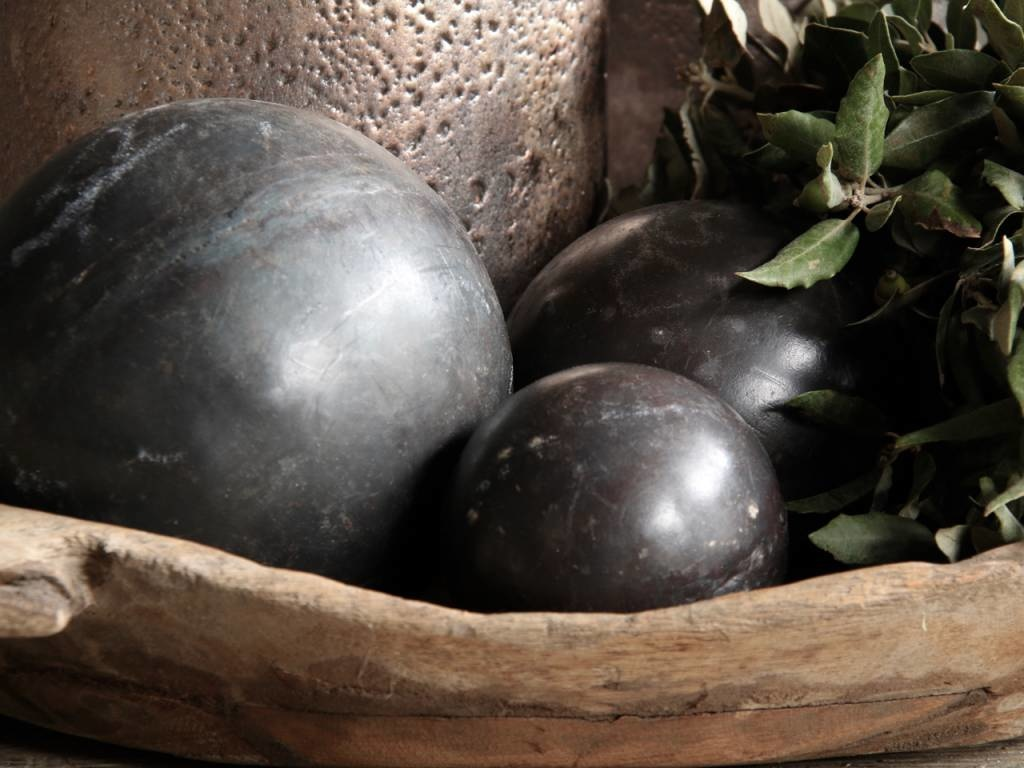 Tough wooden ball covered with iron-4
