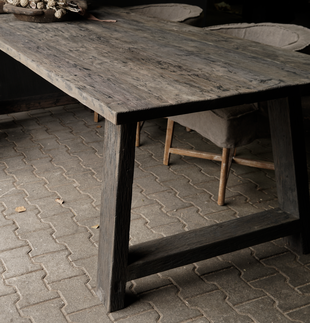 Stoer donker oud houten eetkamer tafel  met A poot-4
