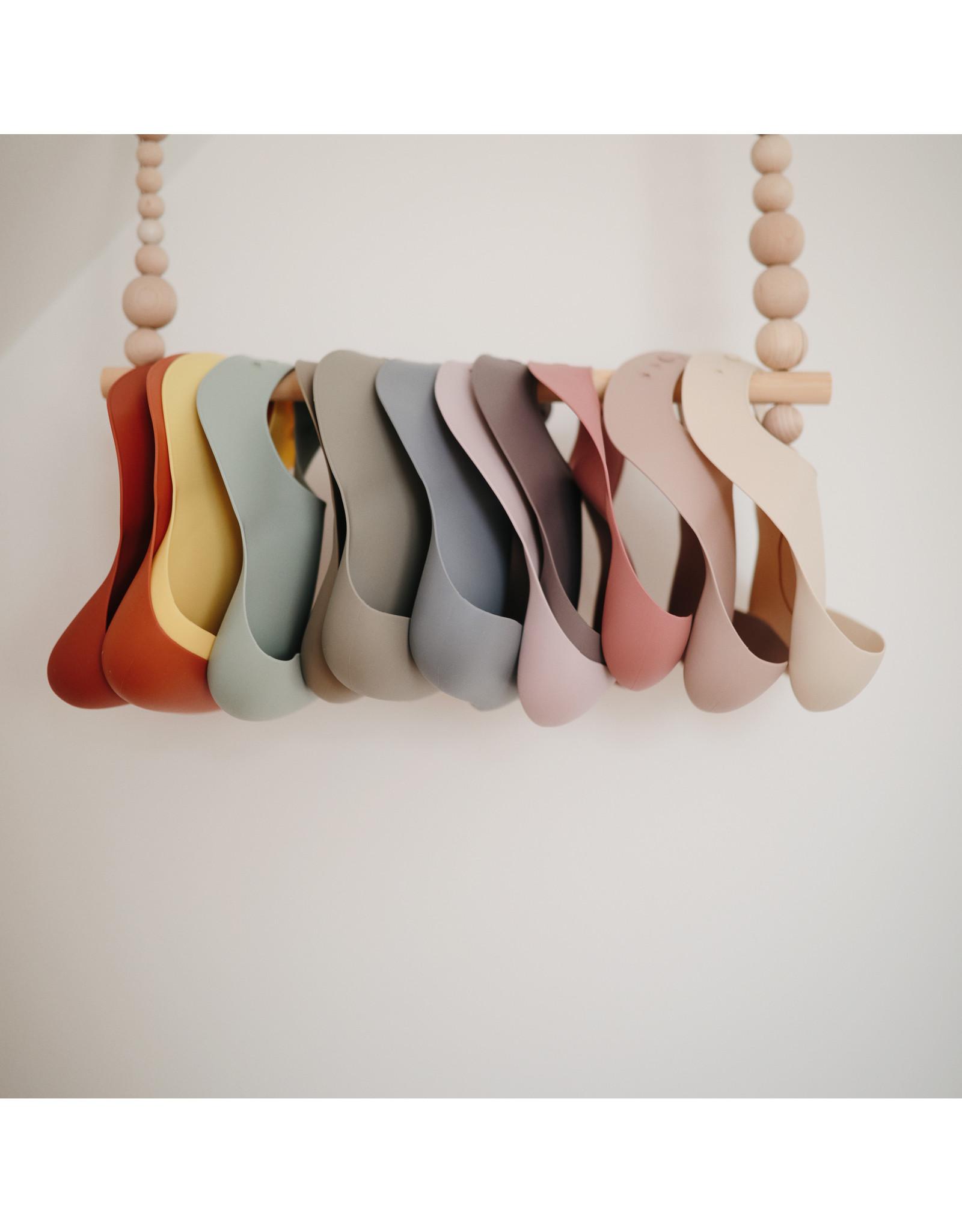 Mushie MUSHIE - Silicone Bib - Clay