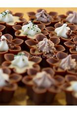Bloemen pralines met verschillende smaken