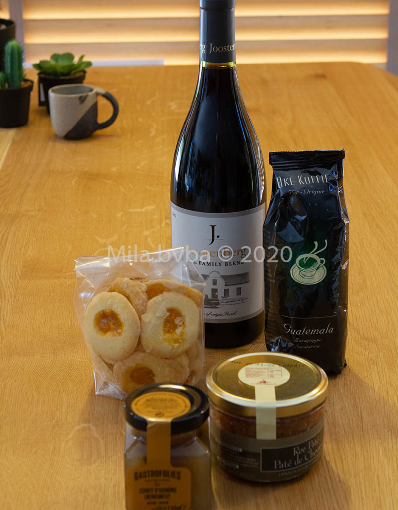 MILA Levensgenieter pakket met wijn, paté, koffie en koekjes