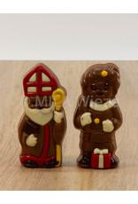 Lachend Sintje met boek of Pietje met cadeautje deco  - 35 gr - 10,5 cm - melkchocolade