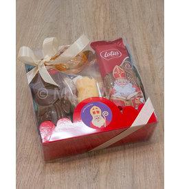 Mica doos met snoepgoed van de Sint en sint sticker