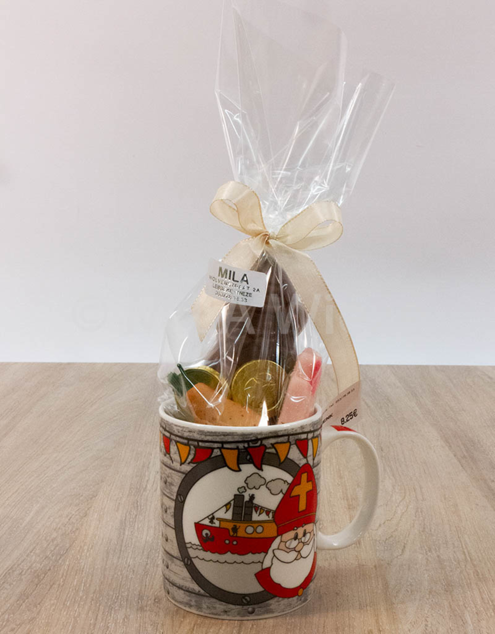 Mok van Sinterklaas met snoepgoed