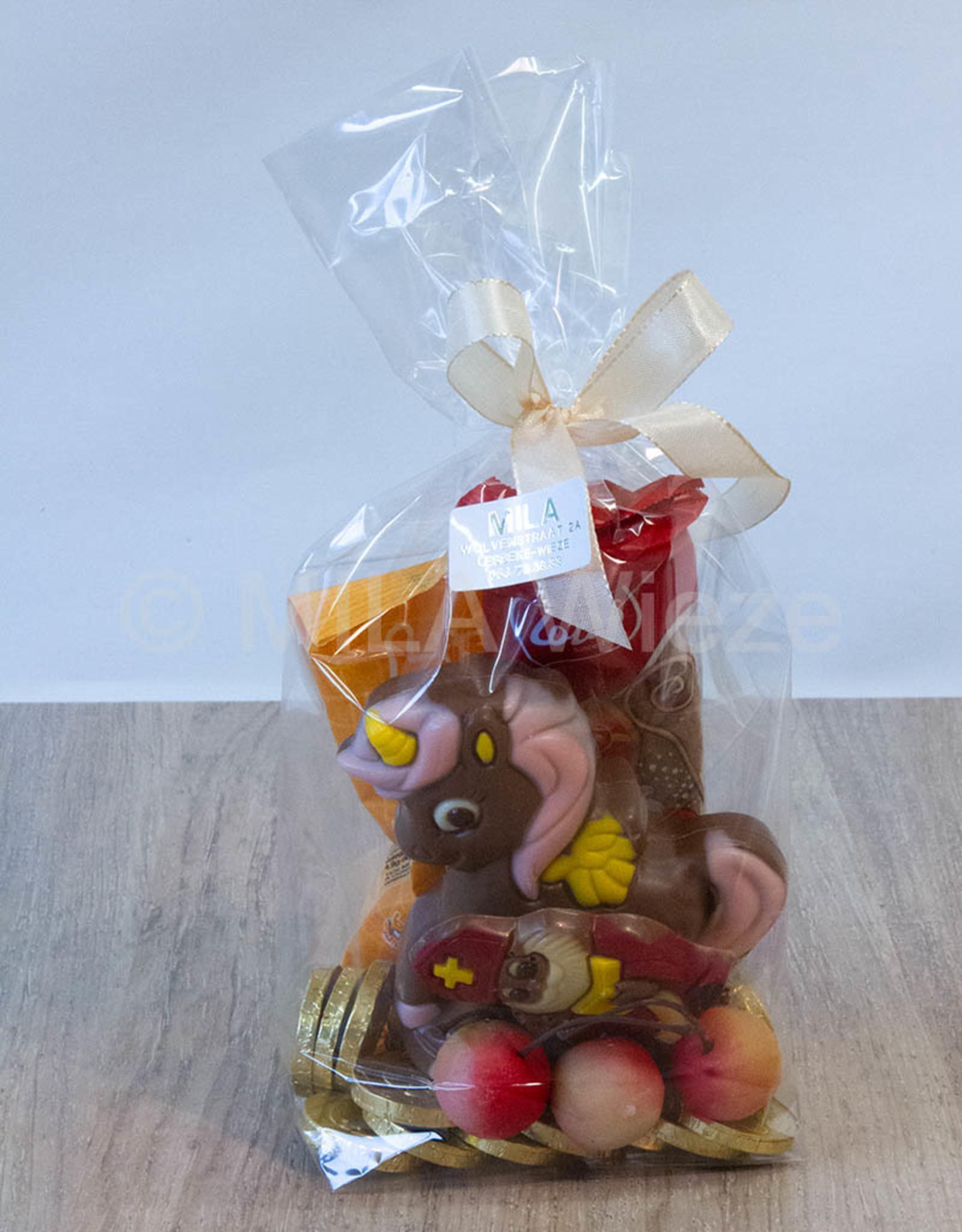 Sinterklaasgeschenk met eenhoorn en snoepgoed