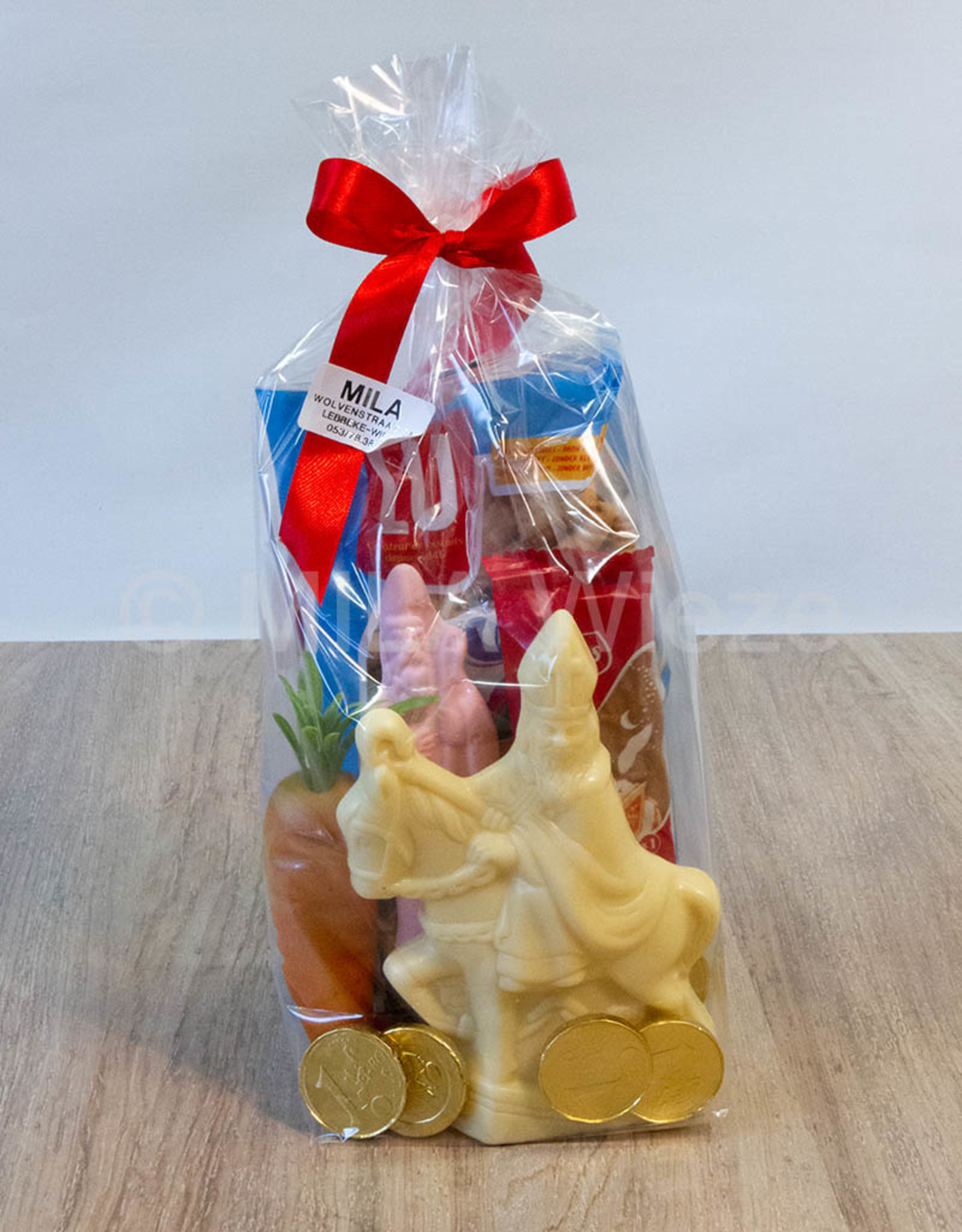 Sinterklaaspakket met  sint te paard 100 gr en snoepgoed van de Sint