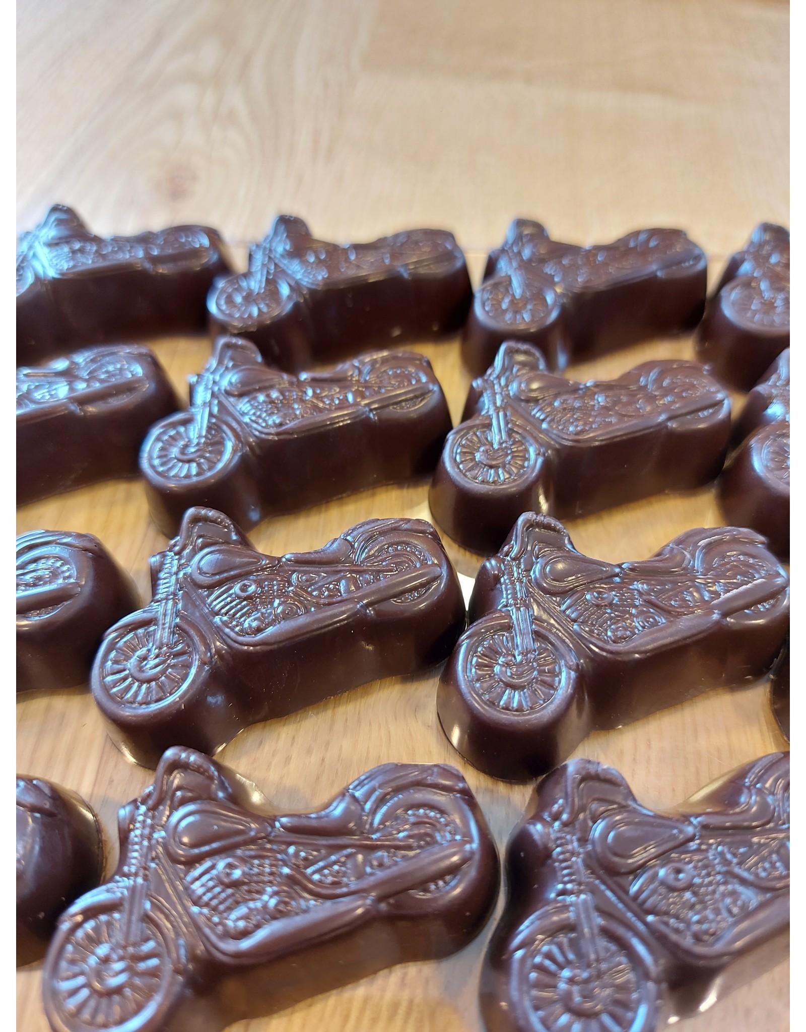 Moto praline in melk of fondant chocolade