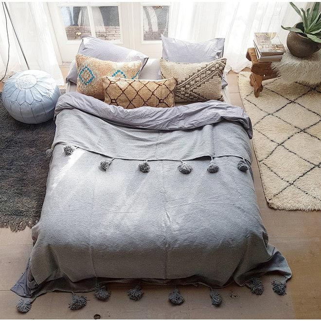 Moroccan pom pom blanket XL grey