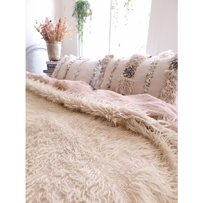 Vintage creamy wool moroccan throw