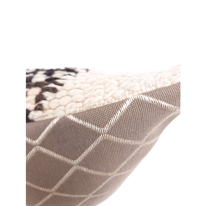 Moroccan Cushion diamond natural cream