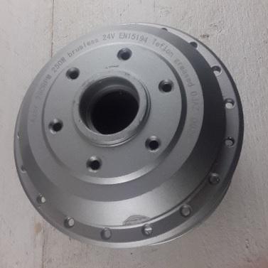 TX-MOT HULS 24 Links; Naafhuls TX motor met deksel zilver. Kabel links.