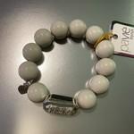 Armband lichtgrijs met zilver accent br. 200 A