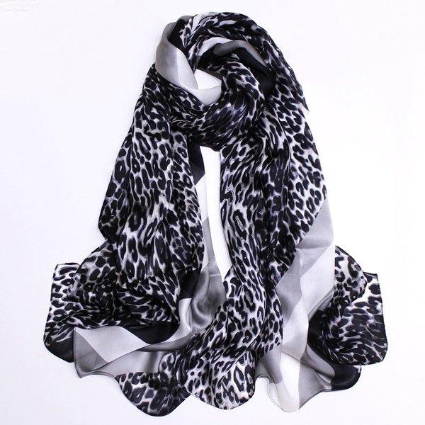 Foulard en soie à imprimé animal