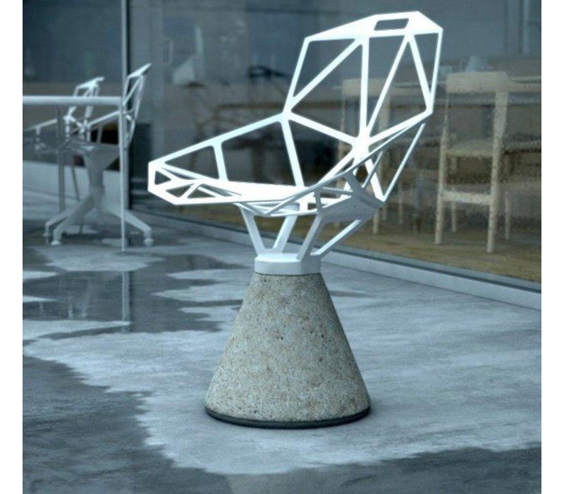 Chair one stoel met sokkel in cement