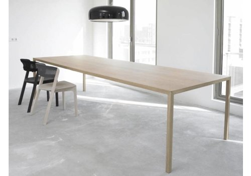 Arco Slim table en chêne