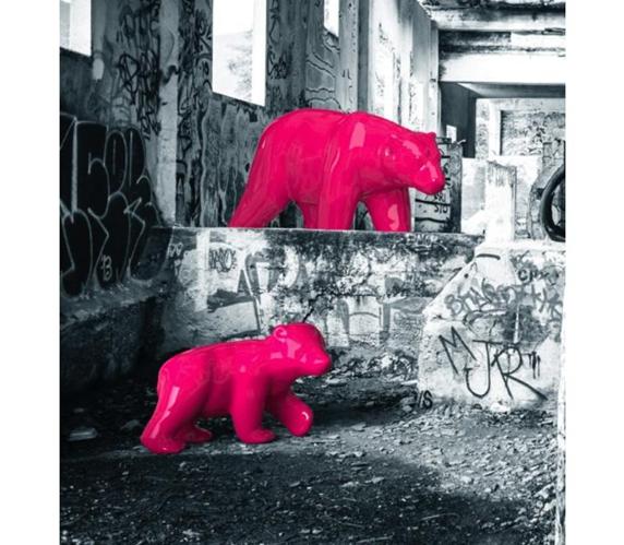 Deze roze Mummy Bear van Brand New Office is een uniek stuk bij een goede hotelinrichting.