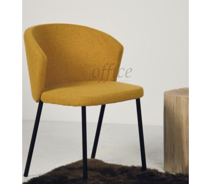 Mila gestoffeerde stoel