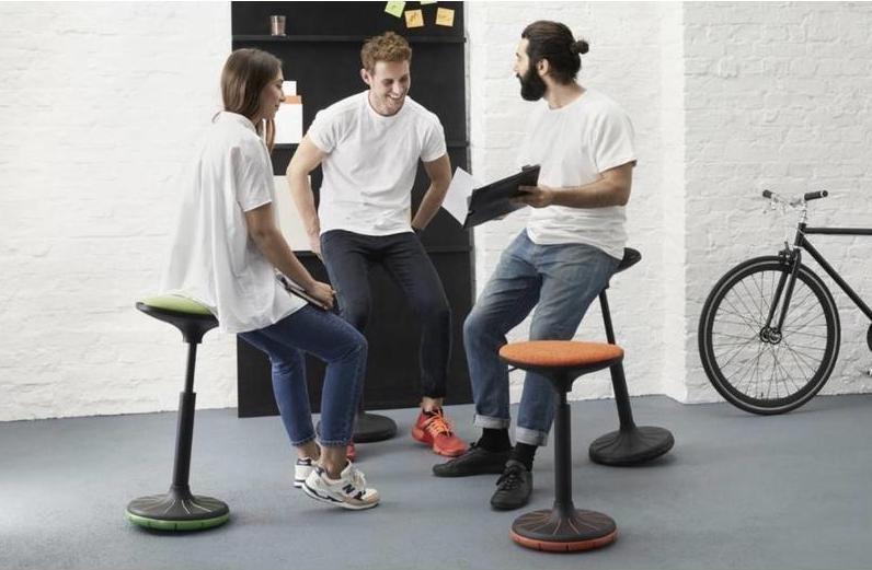 Ergonomische krukken maken een kantoor ergonomisch verantwoord – Brand New Office
