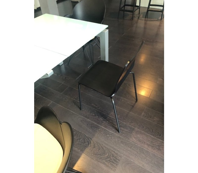 Chaise Noa en bois noir - modèle showroom