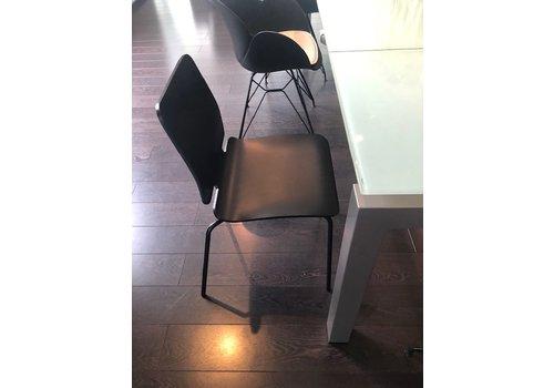 Ondarreta Chaise Noa en bois noir - modèle showroom